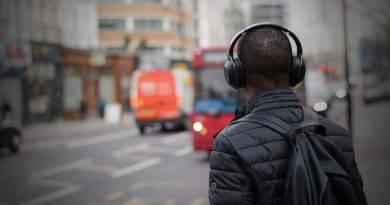Headphones vs Earphones hearing damage, Which is Safer