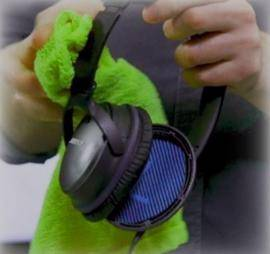 Wipe headphones with cloth to clean and remove sweat smell