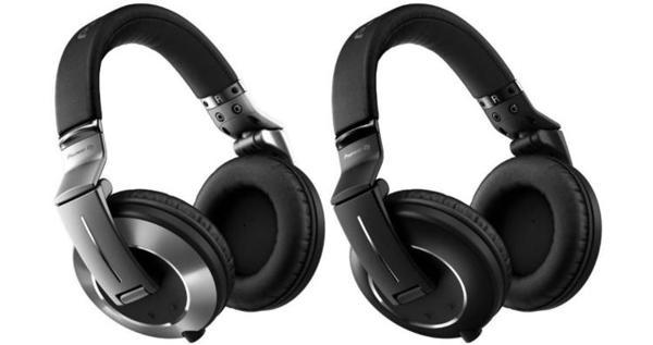 Pioneer HDJ-2000MK2 headphones used by Ray J at one time